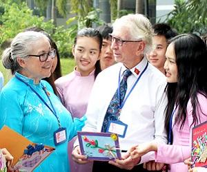 Chương trình Việt-Anh